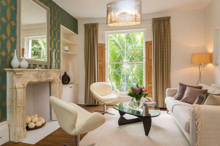 Heimtextilien in hellen Farben wirken luftig und angenehm-Wohnzimmer Tagesdecke warmes natürliches Licht