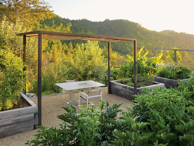 Hinterhof mit minimalistischer Ausstattung und wundervoller Aussicht-Pergola