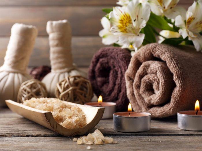Home Spa Badesalz Teelichter Blumen