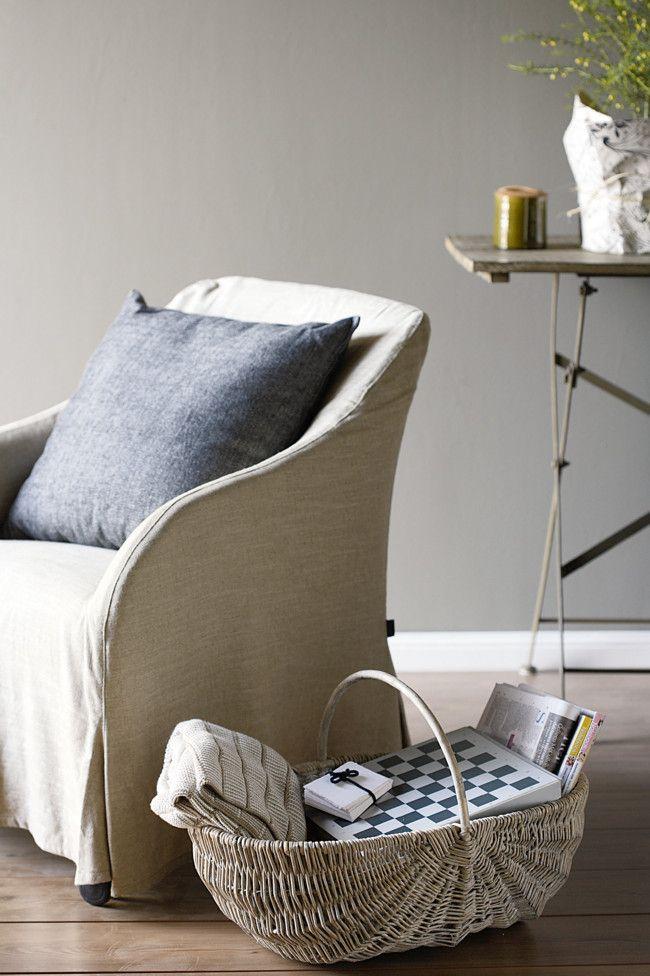 Im Wohnzimmer wird Flechtkorb der restlichen Einrichtung angepasst und kreiert Gemütlichkeit-Flechtkorb Ideen
