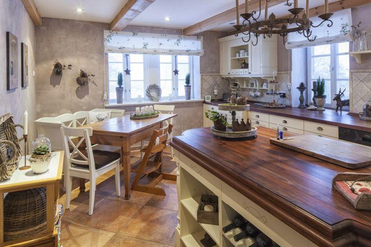 Küche im französischen Landhausstil