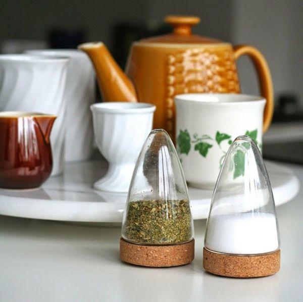 Küchenhelfer aus Glas und Kork-Salzstreuer Pfefferstreuer