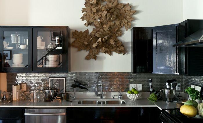 Küchenmöbel mit nostalgischem Design und metallischem Glanz-Küchendesign Retro Tendenzen 2016