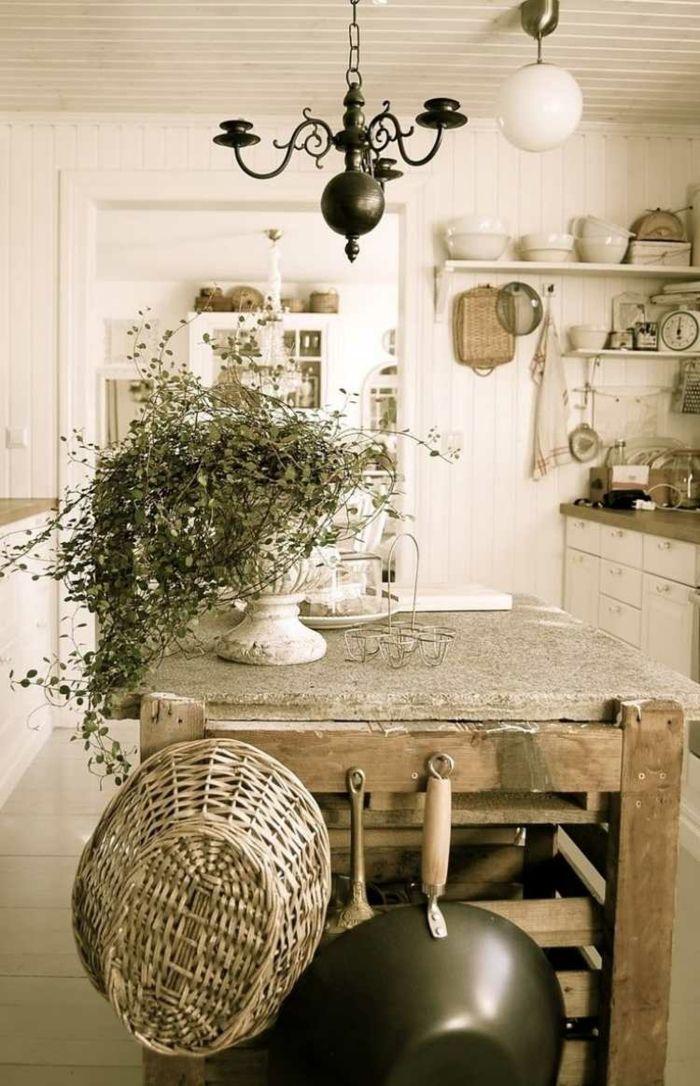 Küchentisch aus Holz mit Vintage Deko-Idee zum Wohnen