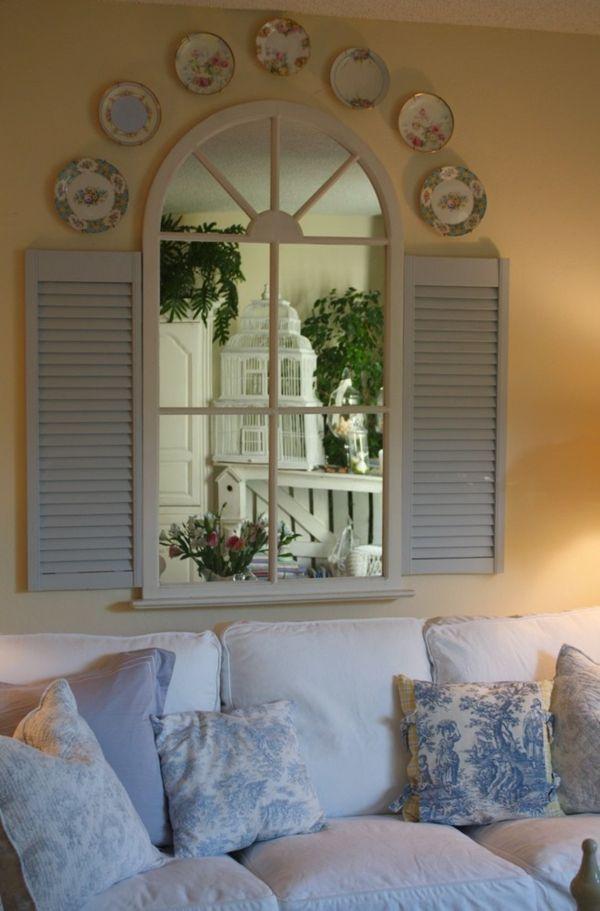 Klug platzierter Spiegel sorgt optisch für mehr  Licht und Geräumigkeit- Wohnzimmer  Spiegel