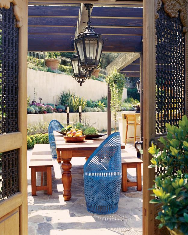 Kreativität bei der Hofgestaltung mit Strandkörben und Laternen-eklektisch Gartenmöbel