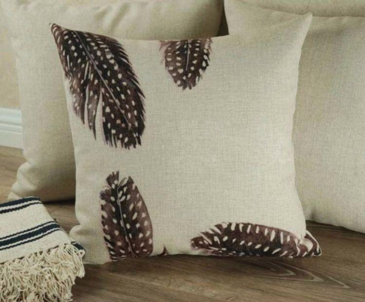 Leinenkissen mit Federn dekoriren