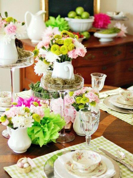 Ostertischdeko Schnittblumen Porzellangeschirr