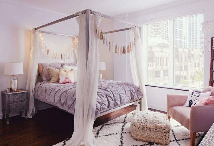 Schlafzimmer und Bett mit Federn dekorieren