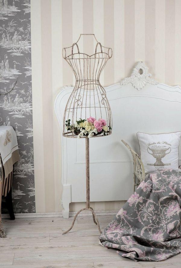 Schneiderbüste aus Metal stilvoll mit frischen Blümen dekorieren-Wohnaccessoires