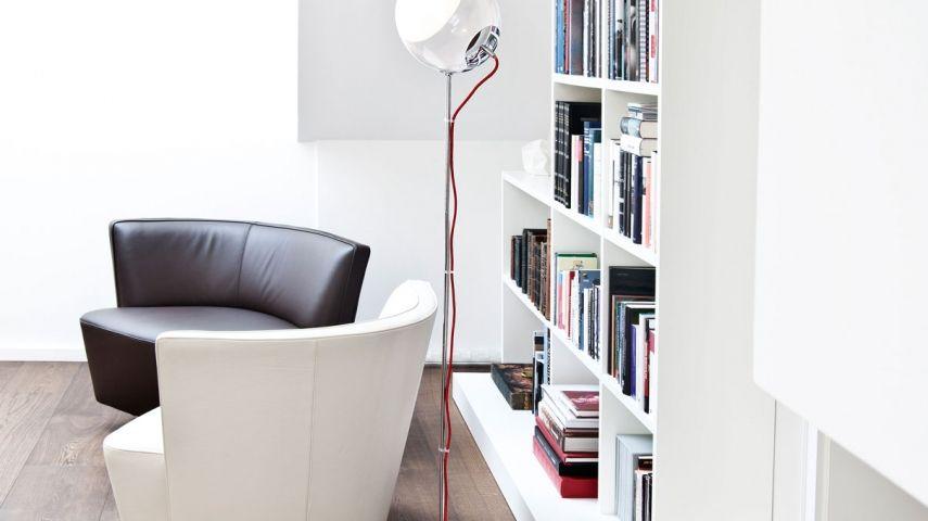 schwarze m bel wei e w nde und das motto breakfast at. Black Bedroom Furniture Sets. Home Design Ideas