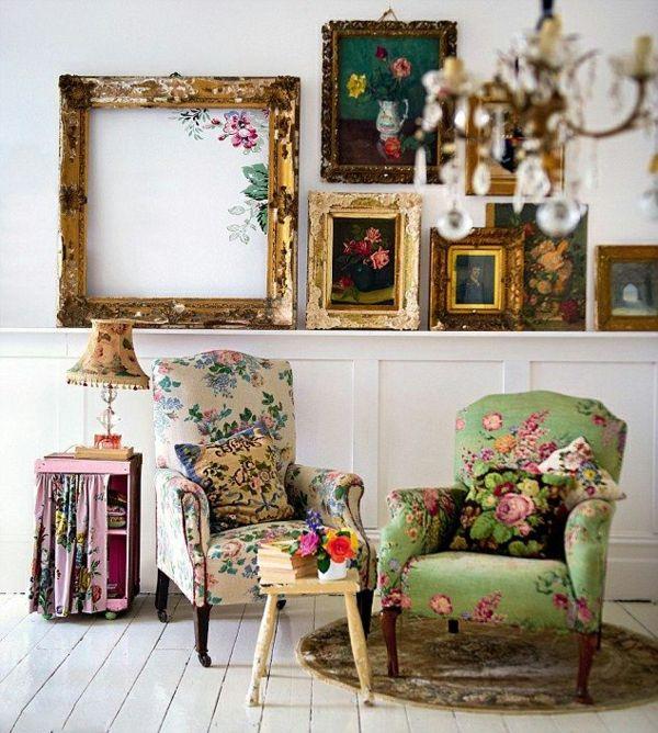 Sessel mit Chintz Blumenmuster und Stehleuchte in Vintage Stil