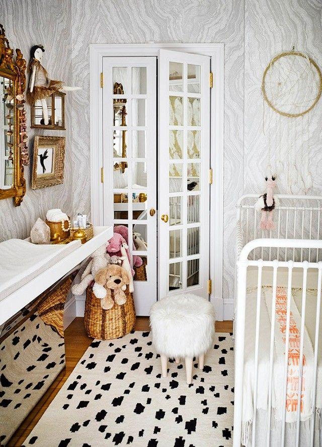 Sich an eine Farbkombination halten-Babyzimmer Gestaltung weiß schwarz gold