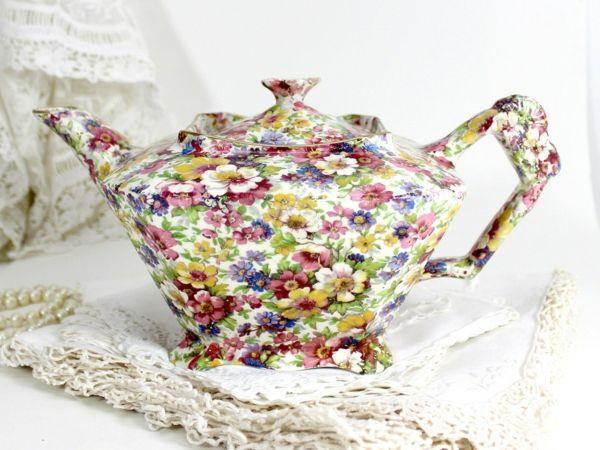 Teekanne mit Chintz Muster