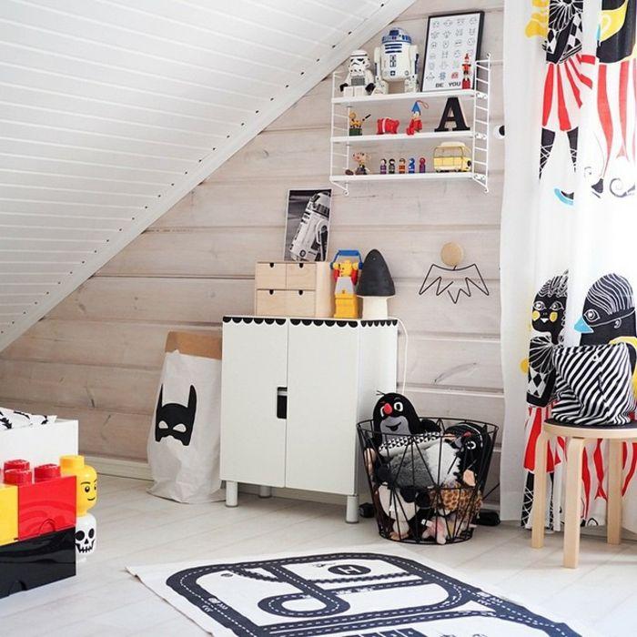 Wandregal und Schrank in Weiß-Ikea Kinderzimmer