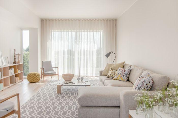 Weiße Wände und transparente Gardinen für einen traumhaften Look-Wohnzimmer in Weiß transparente Gardinen