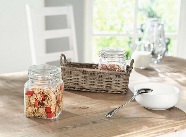Weidenkorb als Küchendekoration-Wohnaccessoires