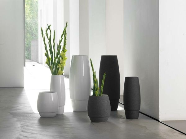 schlichte, stilvolle Vasen aus Keramik-Wohnaccessoires
