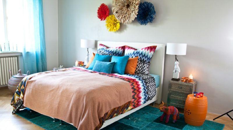 shabby-chic-möbel-boho-style-einrichtungsstil-ethno-kissen schlafzimmer