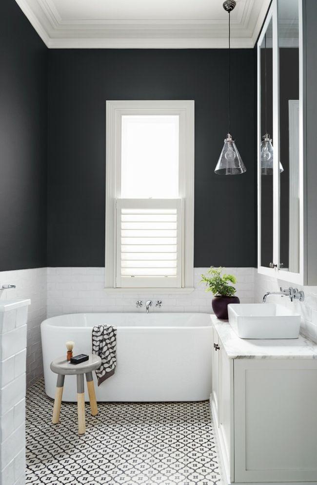 Badezimmer schwarz-weiß klassisch Einrichtung