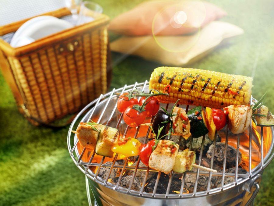 Barbecue Grill Party veranstalten Schaschlik braten