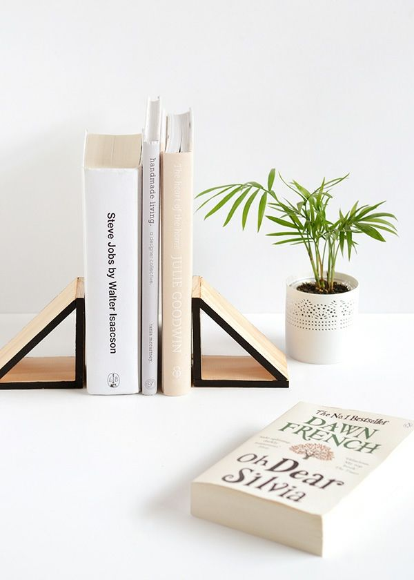 Buchstütze DIY Dreieck Holz