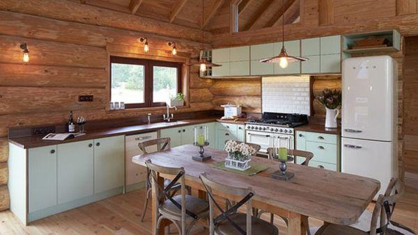 Dachgeschoss Küche Landhausstil Holzvertäfelung