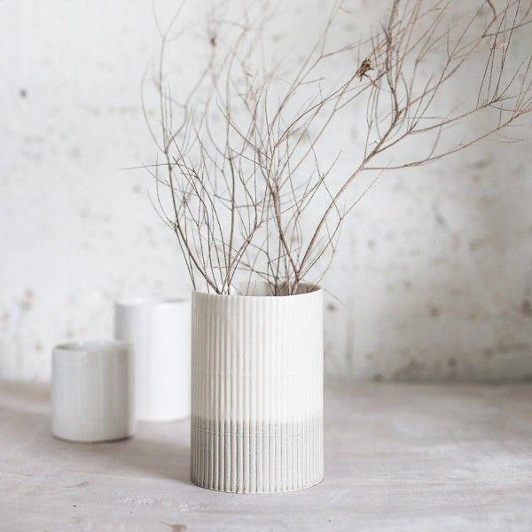 Dekoration Keramikvase strukturiert Haptik grau weiß
