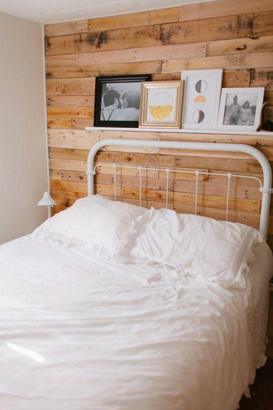 Einzelbett Metallrahmen Holzvertäfelung traditionell Einrichtung