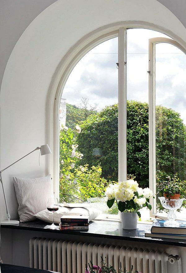 Fensterbank Dekoecke Bogenfenster Aussicht