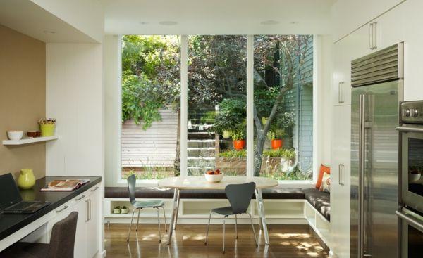 Fensterplatz integrierte Sitzbank Essecke weiß grau