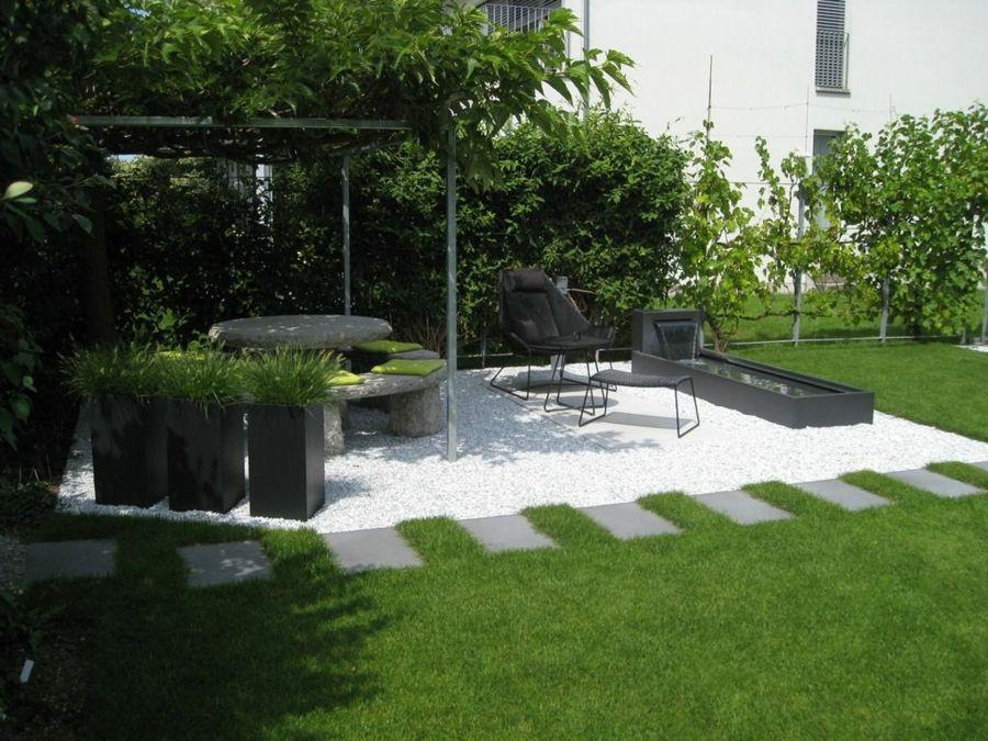 Gartenplanung Trittsteine Pflanzkübel strukturiert