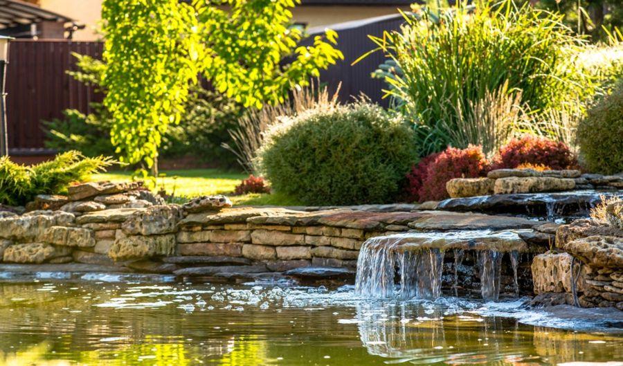 Gartenteich Wasserbrunnen Zen Oase naturnah