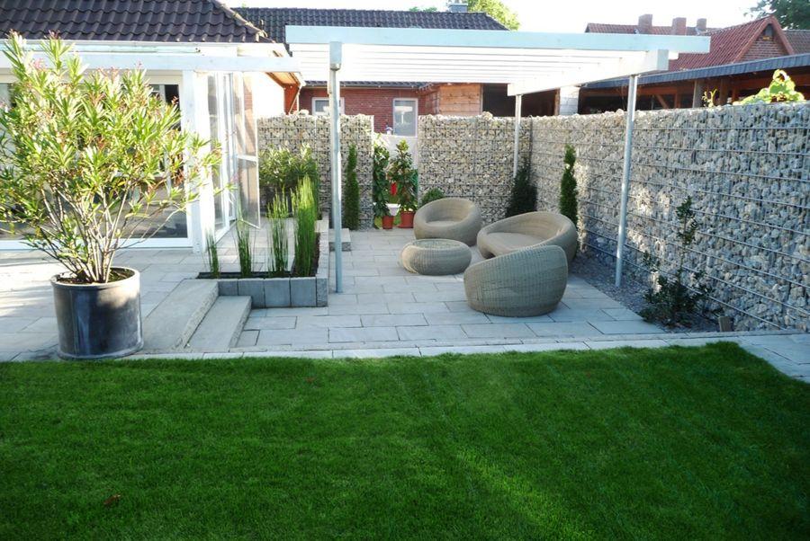 Gartentrends Sichtschutz Steine Rasenfläche