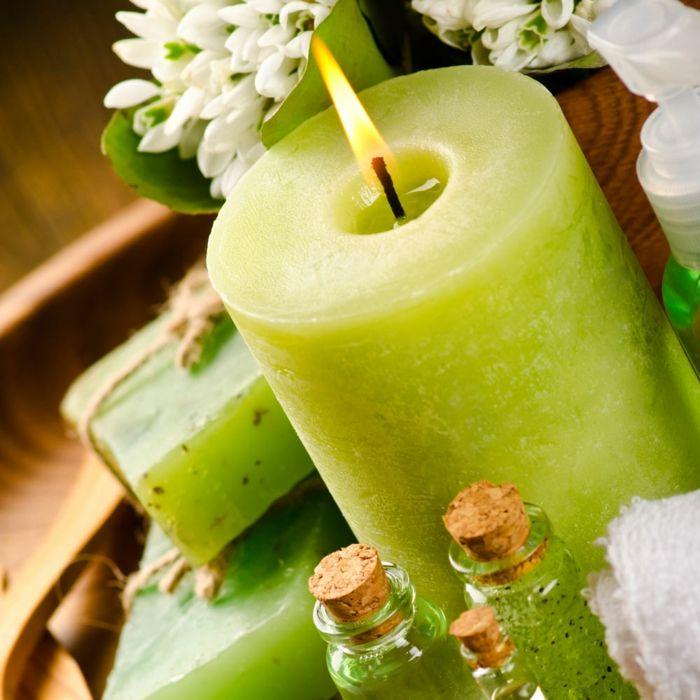 Grün Stumpenkerze täglich anzünden