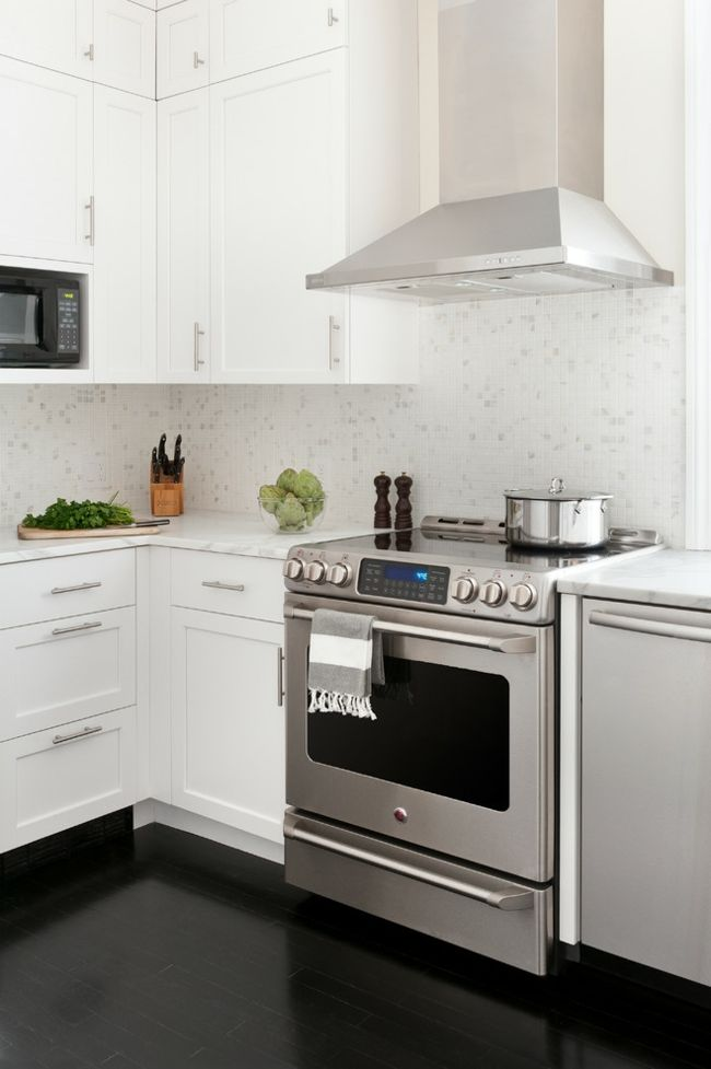 Küchengestaltung Arbeitsplatten Marmor Metall Herd