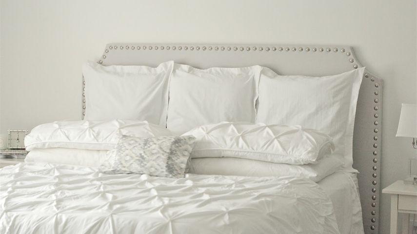 ... Decke Und Das Lieblingskissen Machen Bestimmt Das Moderne Bett Aus. Was  Könnte Noch Fehlen? Ach Ja, Das Beeindruckende, Selbstgemachte Kopfteil, ...
