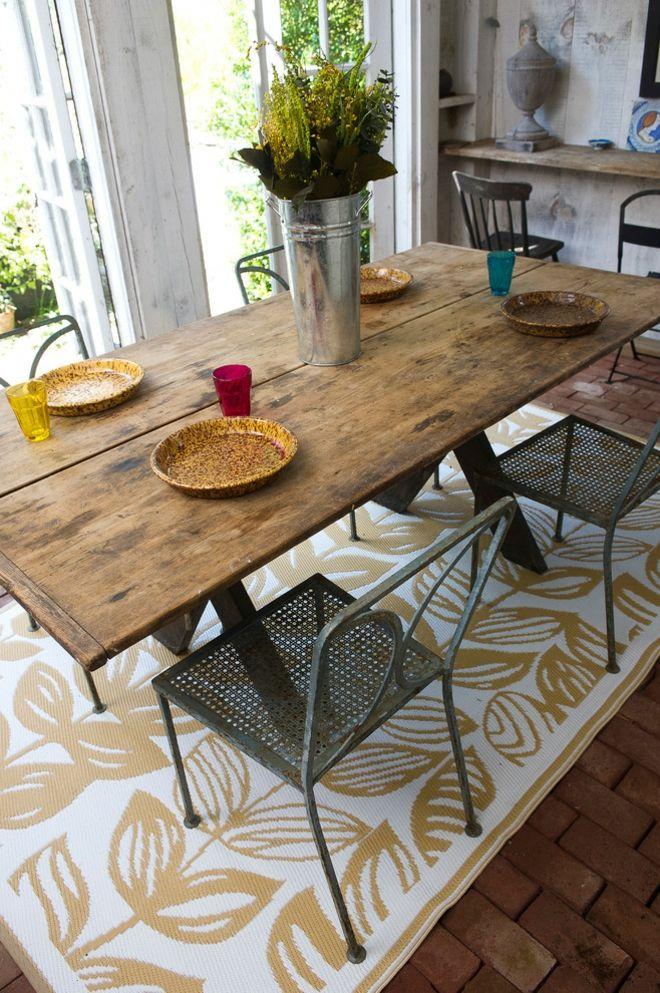 Landhausküche Teppich Blätter Muster weiß ockergelb