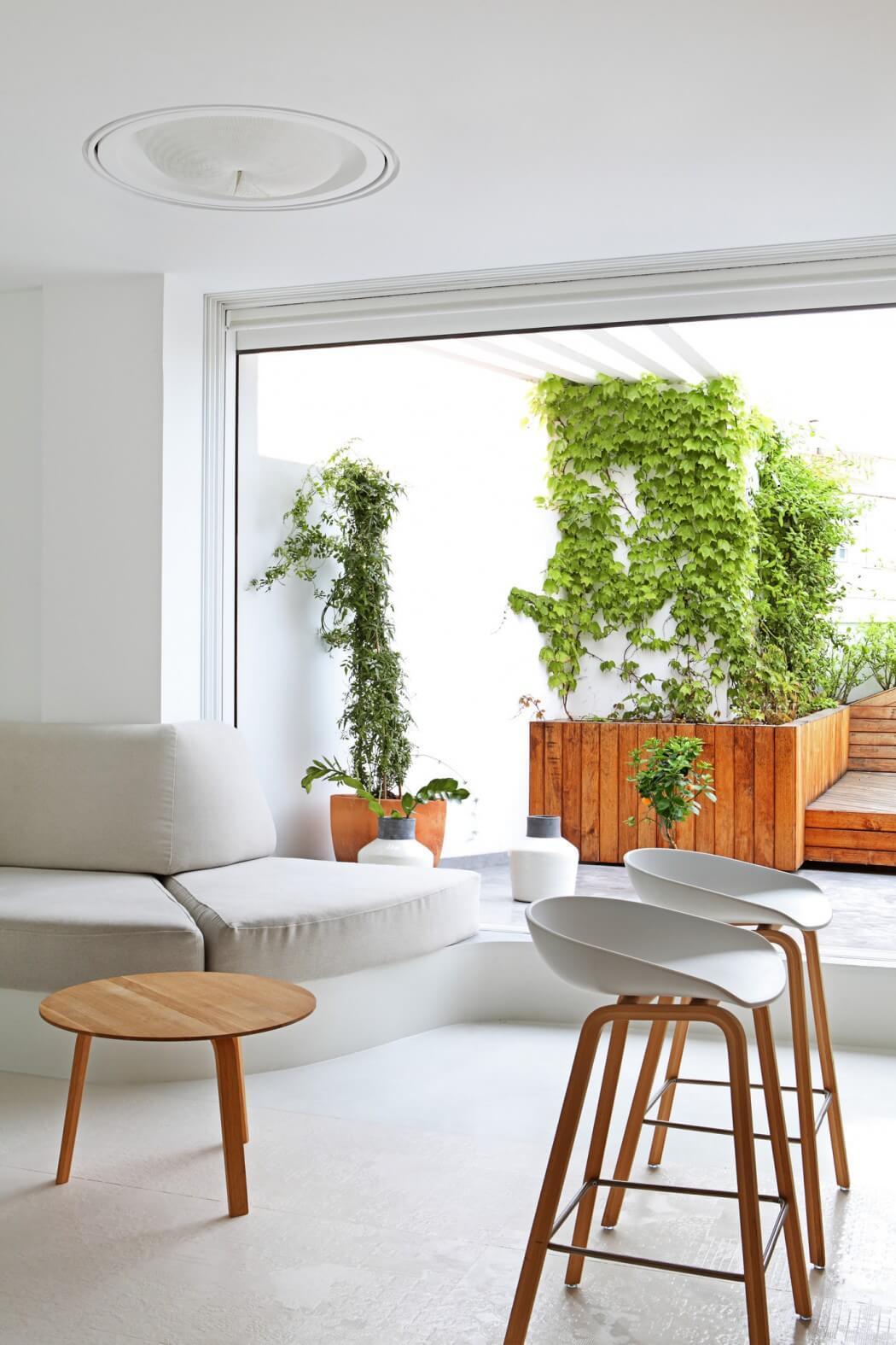 Penhouse Wohnung modern Holzfronten hell weiß