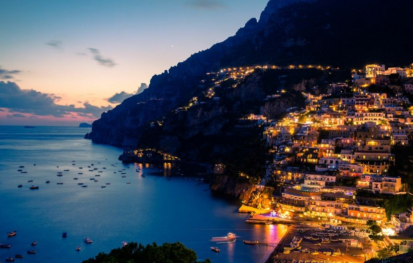 Reiseziel Positano Amalfiküste bei Nacht