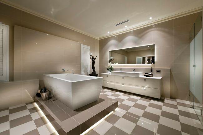 Schachbrettboden weiß beige freihstehend Badewanne