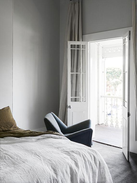 Schlafzimmer modern Polstersessel minimalistisch