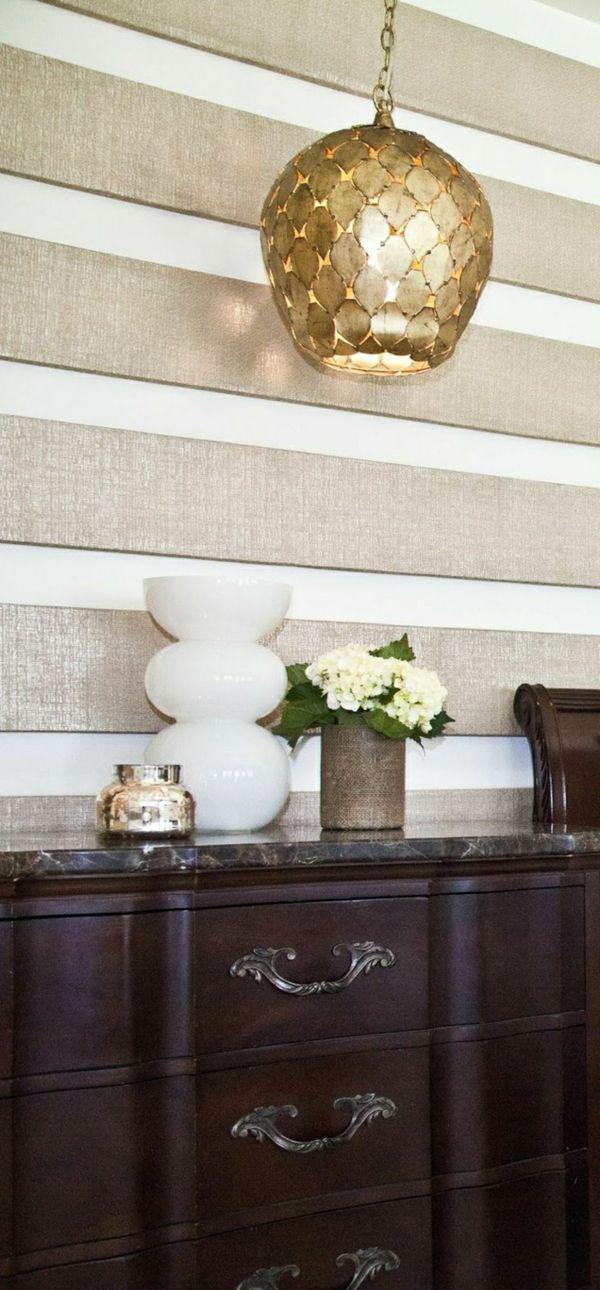 Wanddeko Idee glänzend Streifen weiß gold dunkelbraun