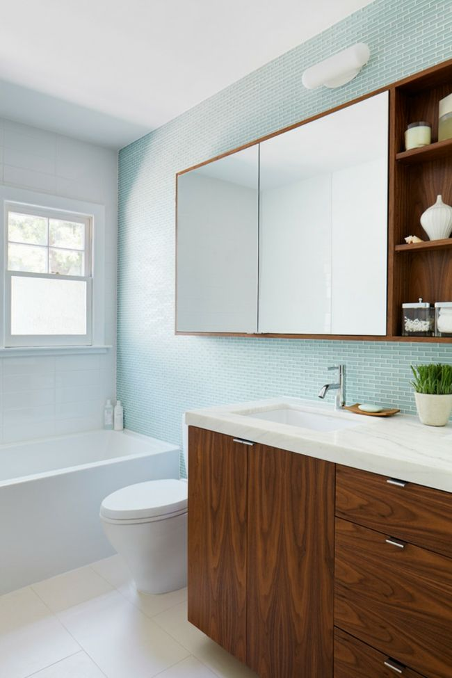 Waschbecken Holzfronten hellblau Fliesenwand