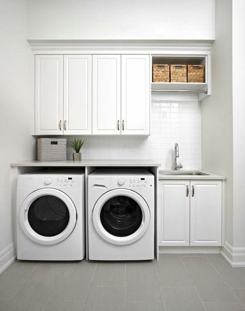 Waschküche Aufbewahrungskörbe monochrom modern weiß