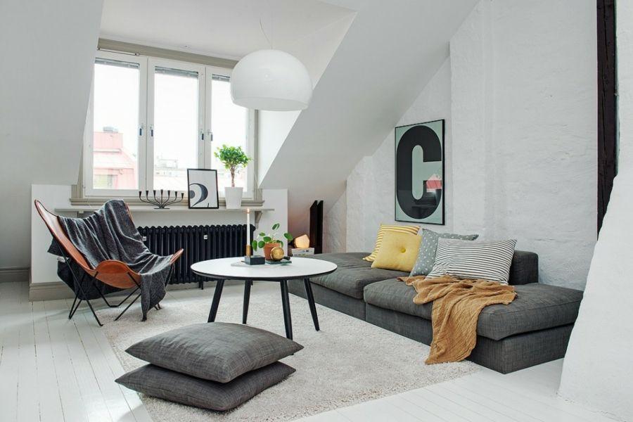 Wohnzimmer Dachschräge niedrig Möbel schlanke Beine