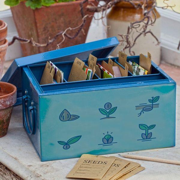 eine Schachtel oder Kiste für das Saatgut im Garten sorgt für mehr Ordnung und Übersicht