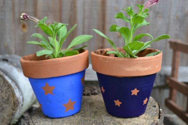 selbst bemalte Töpfe aus Keramik sind ein schönes Geschenk für Freunde