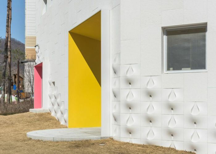 Außenfassade Kalkstein cremefarben Eingangsbereich