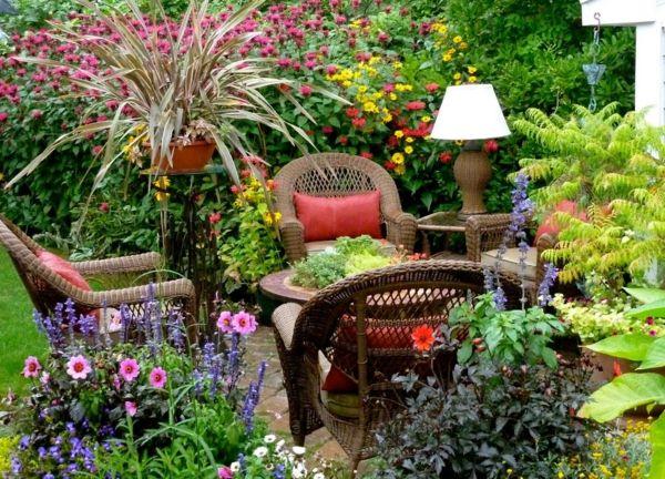 Auf Terrasse und Balkon zeigen sich die typischen Balkonpflanzen von ihrer kreativen und abwechslungsreichen Seite-deko ideen für balkon terrasse